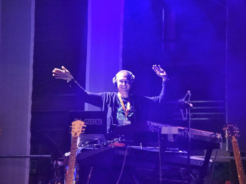 DJ Zoltan ist voll in seinem Element.