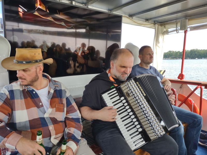 Live-Musik an Bord der Puffin 1.