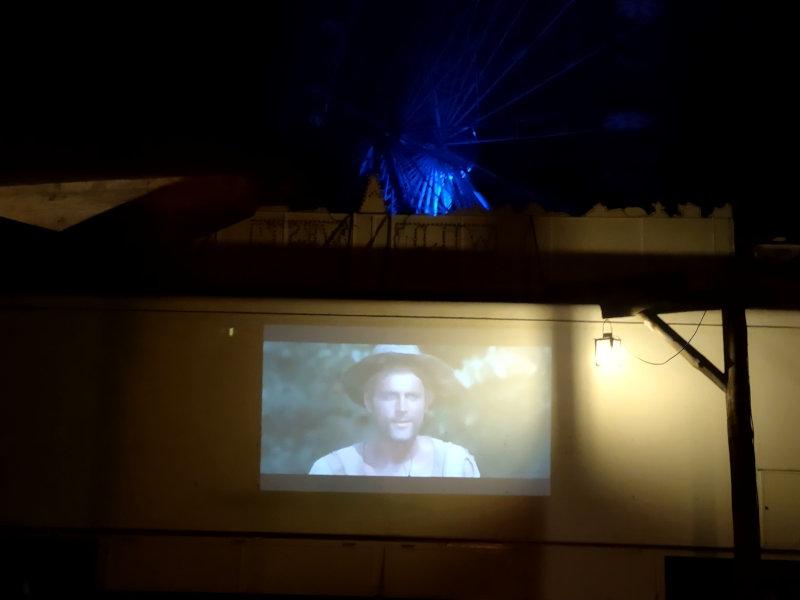 Improvisiertes Open Air-Kino